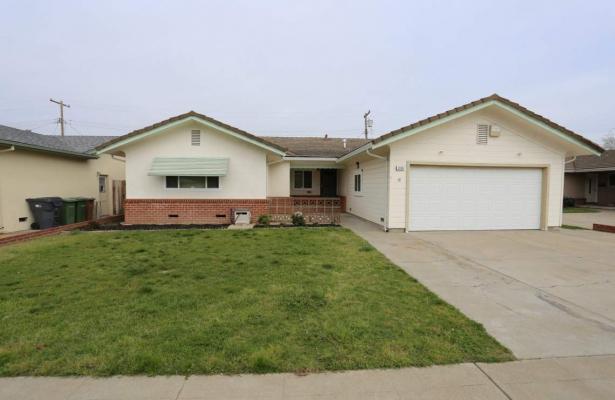 1413  Mariposa Way,  Lodi, CA  95242